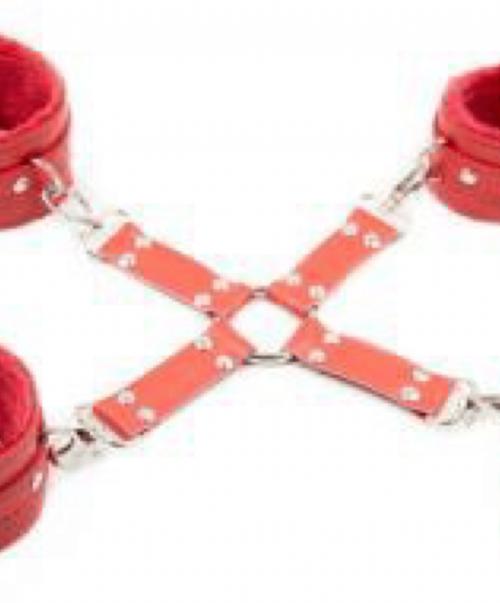 Set Catuse rosii cu blana pentru maini si picioare
